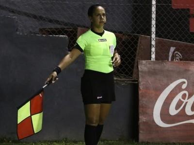 Más de 10 árbitros paraguayos recibieron la insignia FIFA