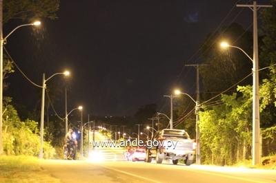 ANDE inaugura mejoras en el sistema de iluminación y líneas de distribución en San Ber