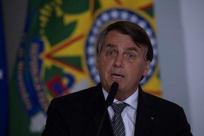 Bolsonaro dice que Brasil está quebrado y que él no puede hacer nada