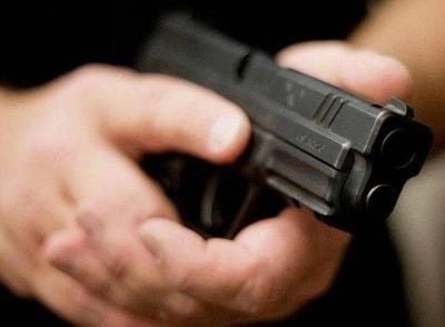 HOY / Minga Guazú: hombre amenaza con un arma a sus vecinos que no le dejaban ver su novela