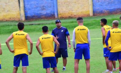HOY / Seis jugadores pide el técnico de Luqueño
