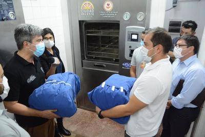 Comuna donó un moderno equipo esterilizador al Hospital Regional