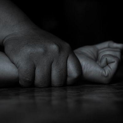 Una mujer denunció que fue violada por tres hombres