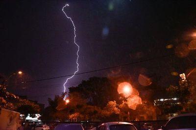 Emiten alerta meteorológica por posibles tormentas eléctricas para esta noche