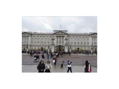 Condenan a empleado de Isabel II por robar en el Palacio de Buckingham