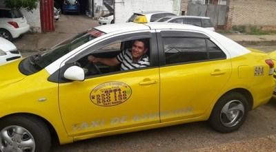 Tras dejar de cobrar el 30% extra, un grupo de taxistas recuperó a varios clientes