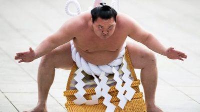Gran campeón de sumo japonés contrae COVID-19