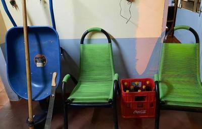 Ladrón de carretillas: joven hurta herramientas de construcción