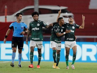 El Palmeiras golea a un River Plate y acaricia la final
