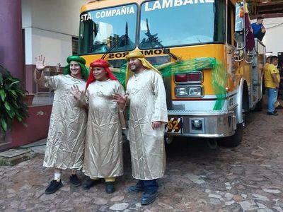 Bomberos se convierten en Reyes Magos para repartir juguetes