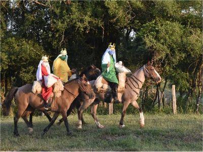 Los Reyes Magos repartieron regalos sobre caballos en Misiones