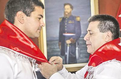 """Santi Peña calificó de """"pillos y peajeros"""" a colaboradores de Marito y fue blanco de críticas"""
