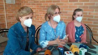 Hijas de Denis una vez más critican inacción del Gobierno y la falta de información