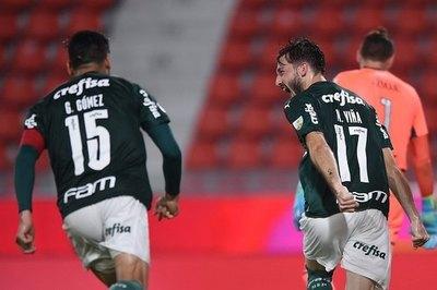 Palmeiras de Gustavo Gómez golea y casi noquea a River Plate de Robert Rojas