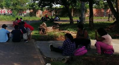Indígenas se manifiestan frente a la vivienda de Edgar Olmedo