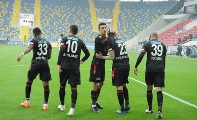 HOY / Robert Piris festeja su primer tanto en el fútbol turco