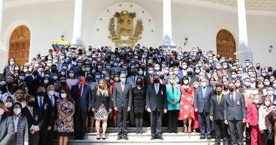 """La Nación / EEUU rechaza """"ilegítimo"""" nuevo Parlamento de Venezuela y reitera apoyo a Guaidó"""