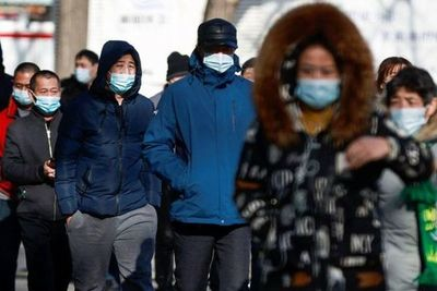 China intensifica las restricciones de COVID cerca de Pekín ante el aumento de infecciones