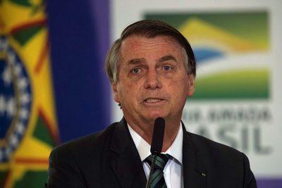 Bolsonaro afirma que Brasil está una maravilla tras decir que estaba quebrado