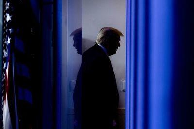 Trump pide a Pence en Twitter que frene la certificación del triunfo de Biden