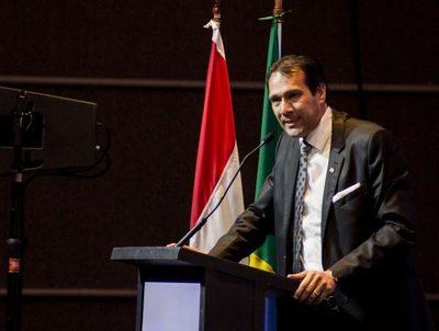 """Economista: """"el Gobierno de Marito es improvisado e inepto"""" · Radio Monumental 1080 AM"""