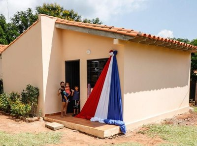 Gobierno entregó 58 viviendas a familias de Itauguá