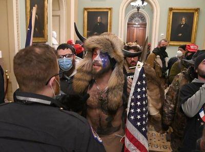 Seguidores de Trump se enfrentan a la Policía a las puertas del Congreso