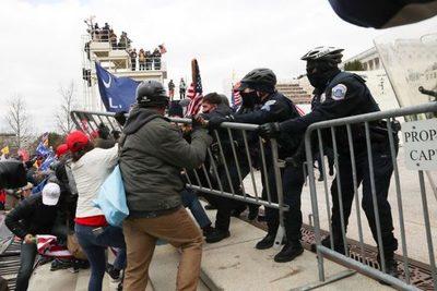 Tensión en EEUU: Senado entró en receso por los disturbios en el Capitolio