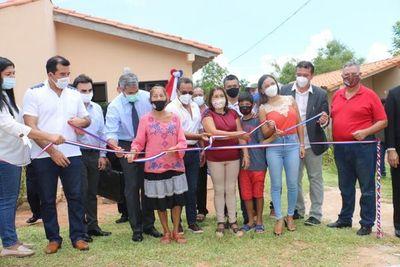 Entregan 58 viviendas a familias de Itauguá.