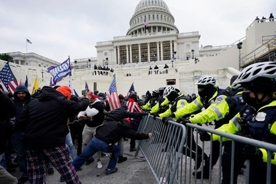 EE.UU.: policía cierra el Congreso ante violenta arremetida de seguidores de Trump