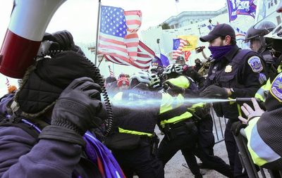 Seguidores de Trump se enfrentan a la Policía e irrumpen en el Congreso