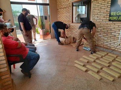 Detienen a dos personas con más de 40 kilogramos de supuesta marihuana en Pedro Juan Caballero
