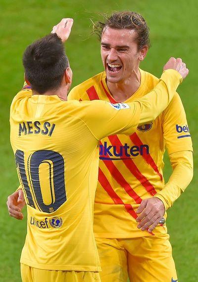 Barcelona gana con doblete de Messi