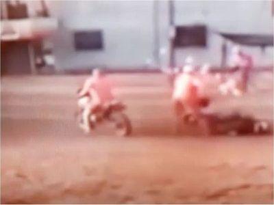 Motochorros suman robos agravados: joven víctima tomada por sorpresa en Coronel Oviedo