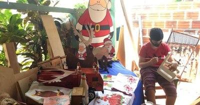 La Nación / Niño itapuense pinta juguetes para ayudar a su familia