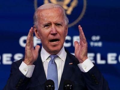 """Biden: """"Democracia está bajo un asalto sin precedentes"""""""