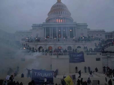 Cuatro muertos y 14 policías heridos durante el asalto al Capitolio de EEUU
