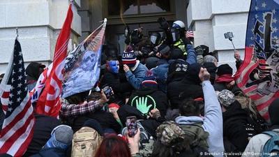 EE.UU.: Suman 4 los fallecidos tras asalto al Capitolio
