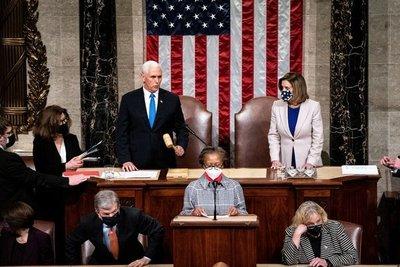 Congreso certifica a Joe Biden como presidente de EEUU, luego de caóticas protestas