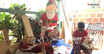 Niño itapuense pinta juguetes para ayudar a su familia