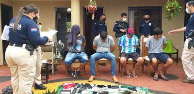 Cuatro supuestos asaltantes detenidos tras allanamiento en Luque