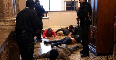 La Nación / Mujer que murió en el Capitolio fue baleada por la policía