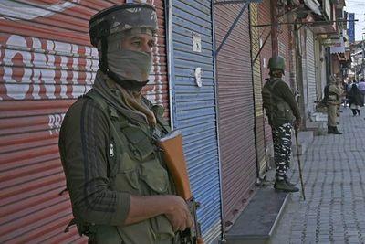 Crece tensión entre India y Pakistán en línea de alto el fuego en Cachemira