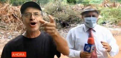 Negacionista de covid-19 increpa a periodista