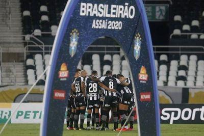 Botafogo de Gatito sigue en picada hacia el descenso en Brasil