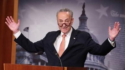 HOY / El líder demócrata del Senado llama a destituir a Trump