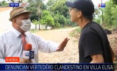 Negacionista de coronavirus ataca a periodista en vivo