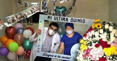 La Nación / Siete personas culminan sesión de quimioterapia en CDE, casi todas mujeres