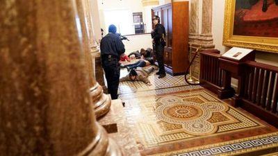 Fiscales presentan cargos contra 55 personas por asalto al Capitolio