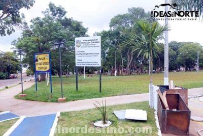 Atención vecinos: a menos de dos meses de reinauguradas obras y mejoras en paseos públicos se juntan desechos en las plazas